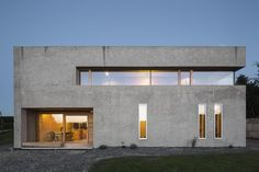 The architects did not use special exposed concrete formwork - Architecture Cement House, Concrete Houses, Concrete Formwork, Concrete Facade, Arch House, Facade House, Concrete Architecture, Architecture Design, Facade Design