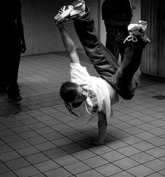 I sooo wanna be able to do stuff like this someday!!! one move at a time... just gotta have patience :\
