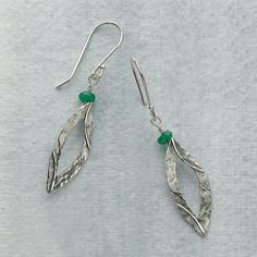 silver earrings with jade beads - boucles d'oreilles en argent avec perles de jade