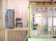 What better way to finish the working week than with an über cool workplace! Corrugated Wall, Corrugated Plastic, Garage Art Studio, Diy Barn Door Plans, Off Grid House, Bookcase Door, Diy Room Divider, Shed Doors, Office Themes
