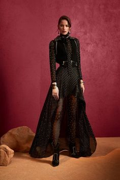 The complete Elie Saab Pre-Fall 2018 fashion show now on Vogue Runway. Haute Couture Style, Couture Mode, Couture Fashion, Runway Fashion, Elie Saab Couture, Moda Fashion, Fashion Week, High Fashion, Fashion Trends