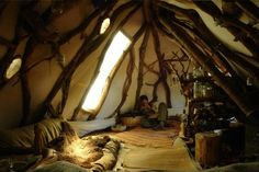 Why do our dwelling spaces always resemble squares? Cob Houses, Natural Homes, Earth Homes, Natural Building, Forest House, Earthship, Forest Friends, Cabana, My Dream Home