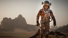 Yksin Marsissa 3D (The Martian 3D, Yhdysvallat 2015). Tänä vuonna taitaa käydä niin, että parhaat leffat ovat jotain muuta kuin ihmissuhdedraamaa, joka yleensä on lempigenreni. En ole erityinen scifin tai toimintaelokuvien ystävä, mutta tämä Ridley Scottin ohjaama pätkä yllätti positiivisesti. Tarina kertoo astronautti Mark Watneyn eloonjäämistaistelusta Marsissa, jonne hänen miehistönsä jättää hänet luullessaan hänen kuolleen myrskyssä. Paluuyritystä Maahan saa seurata henkeään pidätellen.