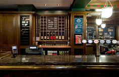 London Pub im Royal National Hotel London Hotels, London Pubs, Hotel Imperial, Food Menu, Liquor Cabinet, Restaurant, Home Decor, Twist Restaurant, Homemade Home Decor