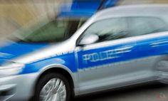 Beim Abbiegen stießen zwei Pkw zusammen. Der Verkehrsunfall ereignete sich am Sonntag (18. Juni) um 01:50 Uhr an der Kreuzung Industriestraße