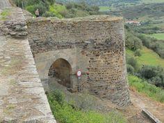Reguengos de Monsaraz (Évora) Portugal, Beautiful Castles, Mount Rushmore, Mountains, Building, Nature, Travel, Castles, Naturaleza