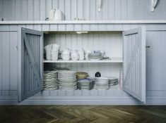 Swedish Kitchen, Country Kitchen Farmhouse, Diy Kitchen, Vintage Kitchen, Kitchen Design, Hygge, Updated Kitchen, House By The Sea, Home Kitchens