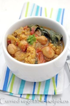 Although South African potjiekos is usually a meat stew, this subtly curried vegetable version will please the fussiest vegetarian guests! Healthy Family Meals, Healthy Snacks, Vegetarian Meals, Lentil Recipes, Curry Recipes, Veggie Recipes, Nigerian Food, Vegetable Stew, Side Recipes
