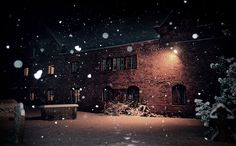 the old manor house. by thirtymileswest, via Flickr