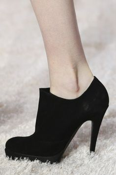 Giambattista Valli Black Ankle Boots Fall Winter 2014 Vogue #Shoes #Heels #Booties