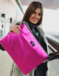 funda-ordenador-metalic-fucsia-6 Pretty In Pink, Shoulder Bag, Bags, Collection, Fashion, Laptop Sleeves, Hot Pink, Handbags, Moda