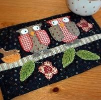 Quilting: Two Owls Mug Rug.