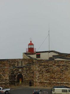 FAROL DA NAZARÉ -  Localização Nazaré, Portugal Coordenadas 39° 36′ N 9° 5′ W Inauguração 1903 Automatização 1986 Altura 8 m Altitude 50 m Alcance luminoso 14 milhas náuticas Características Luz: Occ W 3s