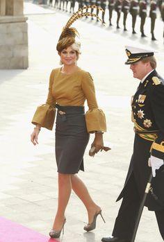 lantern sleeves  queen maxima  netherlands royals dress  gold black  u of waterloo canada