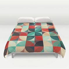 """Sleep and dream of colours with our """"70's retro flowers"""" duvet cover*. This geometric duvet cover will lighten up any room.  • Available in Full, Queen and King Size • Hand sewn and meticulously crafted • Soft white reverse side • Decorative microfiber duvet cover • Hidden zipper offers simple assembly for easy care • Individually cut and sewn by hand • Finished with a concealed zipper  Queen duvet works for Twin XL beds. Machine washable with cold water on gentle cycle with mild detergent."""