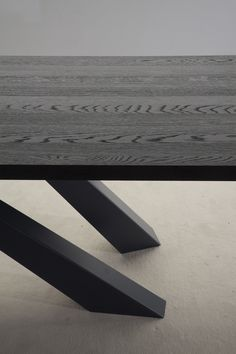 Big Table with anthracite grey lacquered oak top_detail