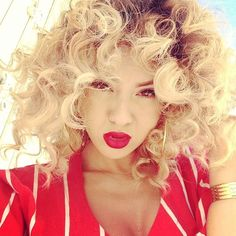 Blonde curly hair + red lipstick