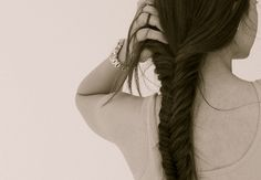 We love the look of fishtail braids! The braided hairstyles are timeless and can always make you look youthful and chic. The fishtail braid, also known as the Pretty Hairstyles, Braided Hairstyles, Hairstyles Haircuts, Fishbone Braid, Fishtail Braids, Braid Hair, Hairstyle Braid, Rope Braid, Style Hairstyle