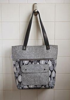 Caravan tote pattern by Noodlehead Handbag Patterns, Bag Patterns To Sew, Tote Pattern, Diy Sac, Sewing Blogs, Sewing Men, Handmade Purses, Denim Bag, Fabric Bags