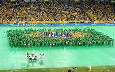 30-jun-13 = #RIO - Final da COPA das CONFEDERAÇÕES com JOGO entre #BRASIL e #ESPANHA : Ritmistas formam bandeira do Brasil na festa de encerramento (Foto: Alexandre Durão / Globoesporte.com) .