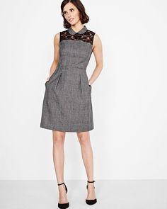 Cette jolie robe à carreaux est parfaite pour le bureau ou un 5 à 7. Son insertion de dentelle et son col Claudine rehaussent cette jolie robe.<br /><br />- Sans manches<br />- Col Claudine<br />- Ajustée et évasée<br />- Fermeture à glissière au dos<br />- Poches latérales<br />- Tissu extensible<br />- Longueur du vêtement : 37,5po<br />- Notre mannequin porte la taille 4 et mesure 173cm /...
