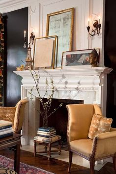 Chic Living Room - Accessories artfully displayed on mantle Fireplace Mantle, Fireplace Design, Beautiful Living Rooms, Beautiful Interiors, Foyers, Interior And Exterior, Interior Design, Room Interior, Interior Decorating
