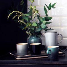 """113 likerklikk, 3 kommentarer – Le Creuset Norge (@lecreusetno) på Instagram: """"Skap en hyggelig atmosfære hjemme eller på kontoret med vår nye presskanne i Mist Gray. ☕️#Kaffe…"""""""
