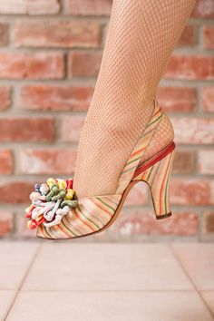 Vintage Shoes - Brilliant Candy Colored Srtiped Slingback Heels with Pom Pom Toes Size 5 N 1940s Shoes, Vintage Shoes, Vintage Accessories, Vintage Outfits, Pretty Shoes, Beautiful Shoes, Cute Shoes, Me Too Shoes, 1940s Fashion