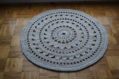 Bawełniany dywan ręcznie robiony.