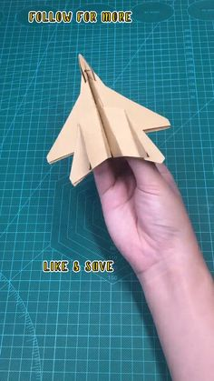 Paper Airplane Folding, Make A Paper Airplane, Paper Folding Crafts, Cool Paper Crafts, Paper Crafts Origami, Origami Art, Diy Paper, Diy Crafts Videos, Hobbies And Crafts