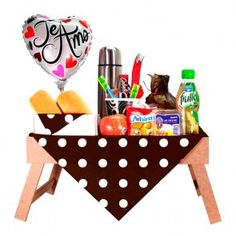 DESAYUNO BANDEJA TAMAL Breakfast Tray, Creative Gifts, Diy Party, Gift Baskets, Catering, Healthy Snacks, Brunch, Lunch Box, Sweets