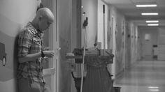 """Wyślę Wam kartkę - recenzja to znakomita recenzja pióra Anny Rzepa - Wertmann filmu dokumentalnego pt. """"Wyślę wam kartkę"""" o walce z rakiem."""