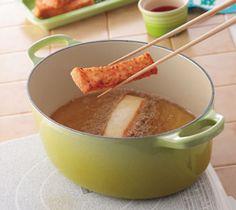 【ぷりぷりえびパン】サクサクのパンにプリプリジューシーなエビのすり身が香ばしいスナック。  お酒のおつまみにもぴったりです。  http://lecreuset.jp/community/recipe/puripuriebipan/