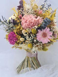 Vamos con el mes de mayo y con otra flor. En este ocasión las gerberas. | Flores Akita Akita, Floral Wreath, Wreaths, Mayo, Home Decor, Florists, White Hydrangeas, White Roses, Floral Bouquets