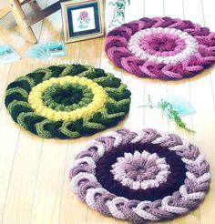Вязание крючком - коврики ~ подушки. Обсуждение на LiveInternet - Российский Сервис Онлайн-Дневников Knitting Stitches, Knitting Designs, Rag Rug Diy, Crochet Potholder Patterns, Henna Art Designs, Japanese Crochet, Crochet Carpet, Crochet Kitchen, Beading Patterns