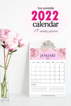 This cute 2022 free printable calendar includes a room for your notes and reminders. Print for free! #calendar2022 #freecalendar #2022 Printable Day Planner, Mom Planner, Free Printable Calendar, Weekly Planner, Free Printables, Planner Organization, Organizing, Cute Calendar, Day Planners