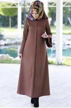 Rabia Şamlı Erva Patlı Elbise Tarçın Pakistani Fashion Casual, Abaya Fashion, Muslim Fashion, Women's Fashion Dresses, Hijab Elegante, Hijab Chic, Casual Hijab Outfit, Mode Abaya, Mode Hijab