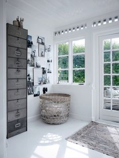 This entryway makes me want to linger here. So much detail in the stark white-ness.