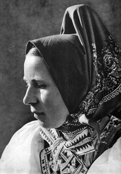 Žena s Važca, Liptov, Slovakia The Older I Get, Folk Costume, Album, Beautiful Patterns, Traditional Dresses, Ethnic, Scarves, Faces, Europe