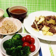 牛肉、シンプルに食べたかった。 - 135件のもぐもぐ - 豆腐の味噌汁・牛キャベツ炒め・もやしナムル・ブロッコリーとプチトマト by madammay