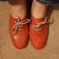 Orange Patent Leather Oxford Shoes Size 10 Report brand orange patent leather uppers. Oxford style with laces up front.  Elastic in back to allow you to slide foot in for ease of dressing.  Fun fun fun pair of shoes.  Worn in daughters senior pics and around a party or two.   Size 10 Good used condition.  No holes, tears, stains, scuffs other than those shown on bottom of shoe.  Smoke free home Report Shoes Flats & Loafers