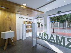 Farmacia Carla Blanco - Diseño Estilo Natural Apotheka - Tendencias diseño de Farmacias - Entrada a la farmacia