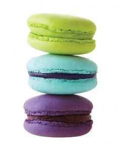 These Cours La Reine macarons can be customized in any shade