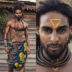 @rascamarao ・・・ Captured by @blueskies_412 MUA by @stacyvaniersel #iamlocd #iamlocdmen #afropunk #healthy_hair_journey #blackgoldmelanin #bellanaijaweddings #alphablackmen #menandcoffee #locs #hairmenstyle #melanin #exquisiteblackart #nyfw #lafw... Afro Punk Fashion, Dolly Fashion, Fashion Fashion, African Tribal Makeup, African Beauty, Gorgeous Black Men, Beautiful Men, Estilo Tribal, Tribal Outfit