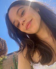 Jenna Ortega Millie Bobby Brown, Ariana Grande, Pretty People, Beautiful People, Hispanic American, Chrissy Costanza, Jenna Ortega, Star Wars, Brown Skin