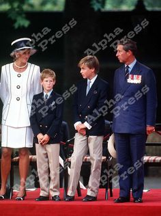 19/8/95. BUCKINHAM PALACE, LONDON.PRINCESS DIANA,PRINCE HENRY,PRINCE WILLIAM & PRINCE CHARLES AT THE V.J DAY 50TH ANNIVERSARY