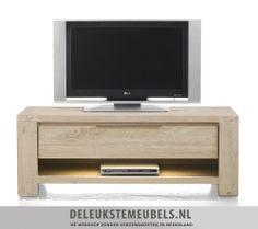 Dit tv-dressoir Buckley 120cm van het merk Henders & Hazel heeft één lade en één niche. De onderplank is mat afgelakt in een taupe tint en de lade heeft een metalen greepje. De LED verlichting benadrukt de mooie vormgeving.  http://www.deleukstemeubels.nl/nl/buckley-tv-dressoir-120cm/g6/p23/