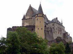 Cap 17: El grupo llegaron a un castillo de los Perfectos se llama la Torre de Unicornio porque fue un castillo con torreones puntiagudos.