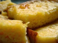 Um bolo diferente e molhadinho. http://papoentremulheresbrasil.blogspot.com.br/2014/05/receita-doce-do-dia-bombocado-de-laranja.html