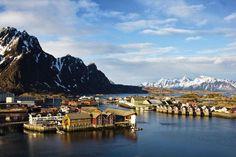 Per postboot naar de poolcirkel: dit is de mooiste zeereis ter wereld Kirkenes, Lofoten, Bergen, Nars, Mount Everest, Bucket, Mountains, Travel, Archipelago